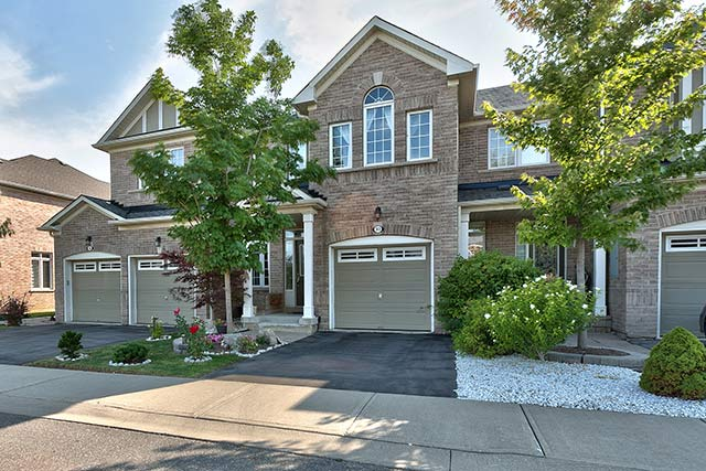 Three bedroom executive townhome for sale at 33-2295 Rochester Circle, Oakville, Ontario