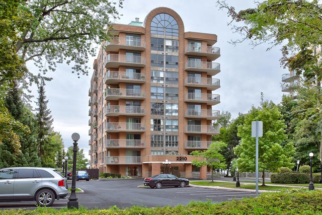 404-2210 Lakeshore Road, Burlington