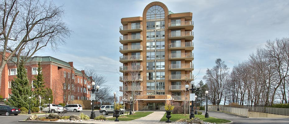 Two Bedroom Waterfront Condo For Sale in Downtown Burlington at 2210 Lakeshore Road