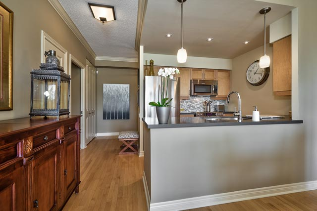 410 40 Old Mill Road Oakville Two Bedroom Plus Den Condo For Sale At Oakridge Heights