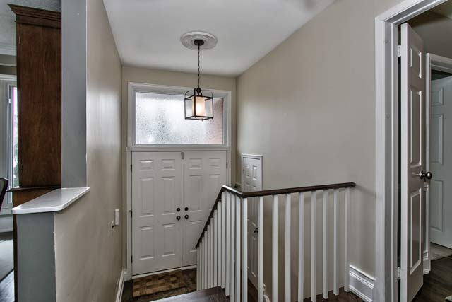 Bungalow Foyer Design : Willis drive oakville updated bungalow for sale in
