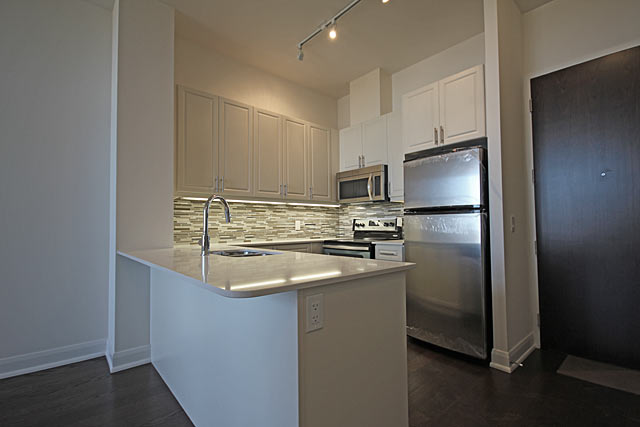 714 2480 Prince Michael Drive Oakvlle One Bedroom Plus Den Condo For Rent In The Emporium