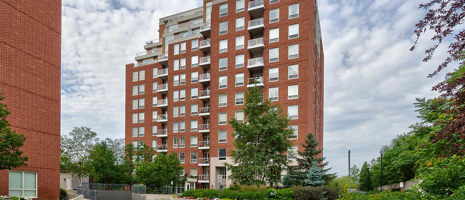 Two Bedroom Condo For Sale in Oakridge Heights at 802-40 Old Mill Road, Oakville